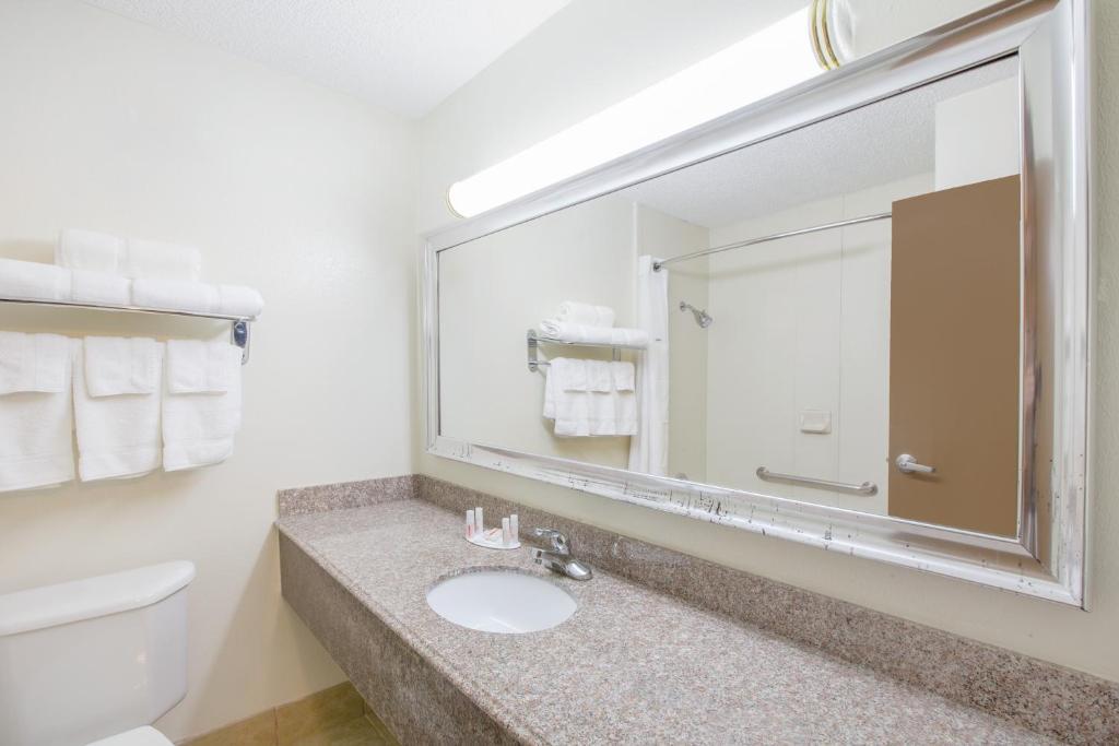 A bathroom at Ramada by Wyndham Tulsa