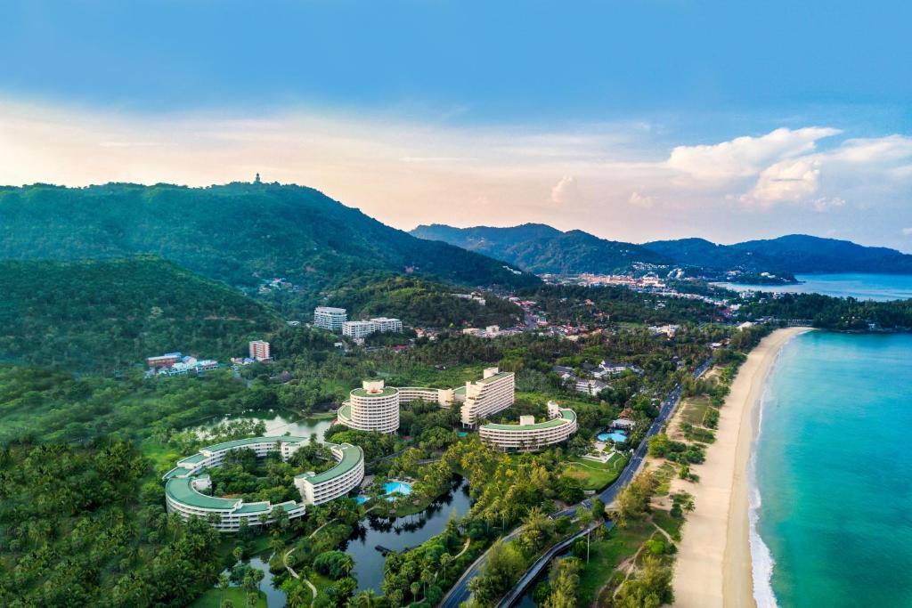Een luchtfoto van Hilton Phuket Arcadia Resort & Spa
