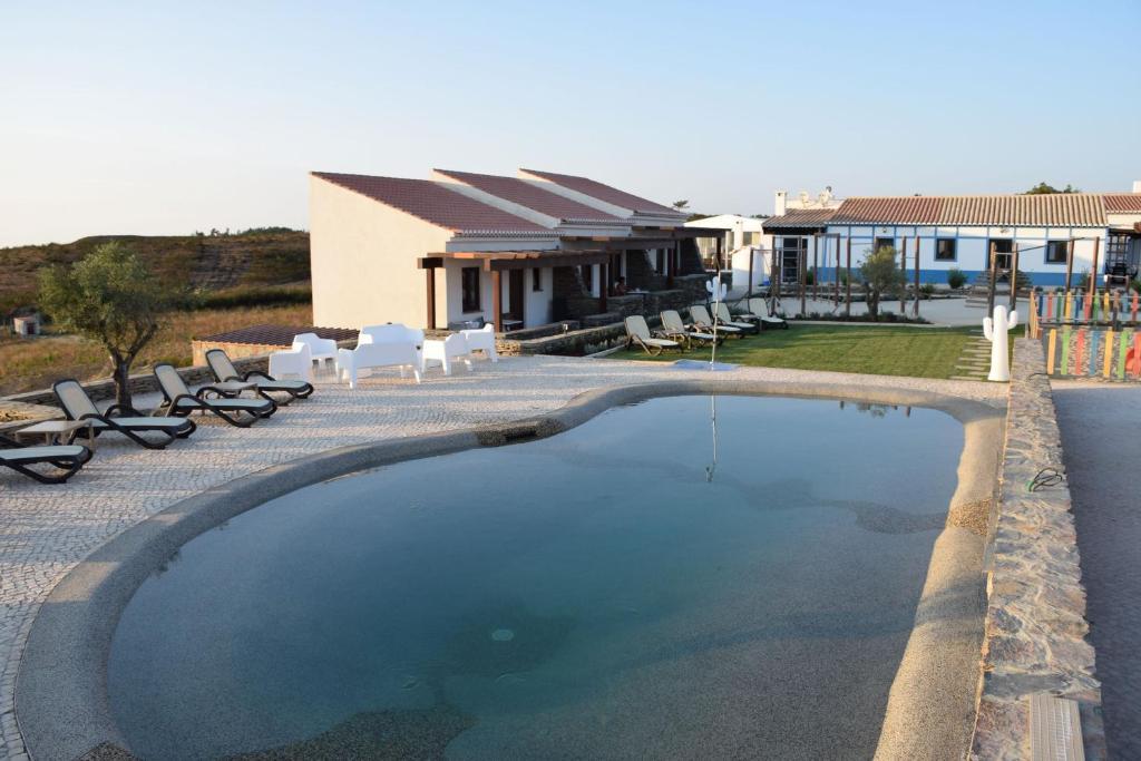 The swimming pool at or near Barranco da Fonte
