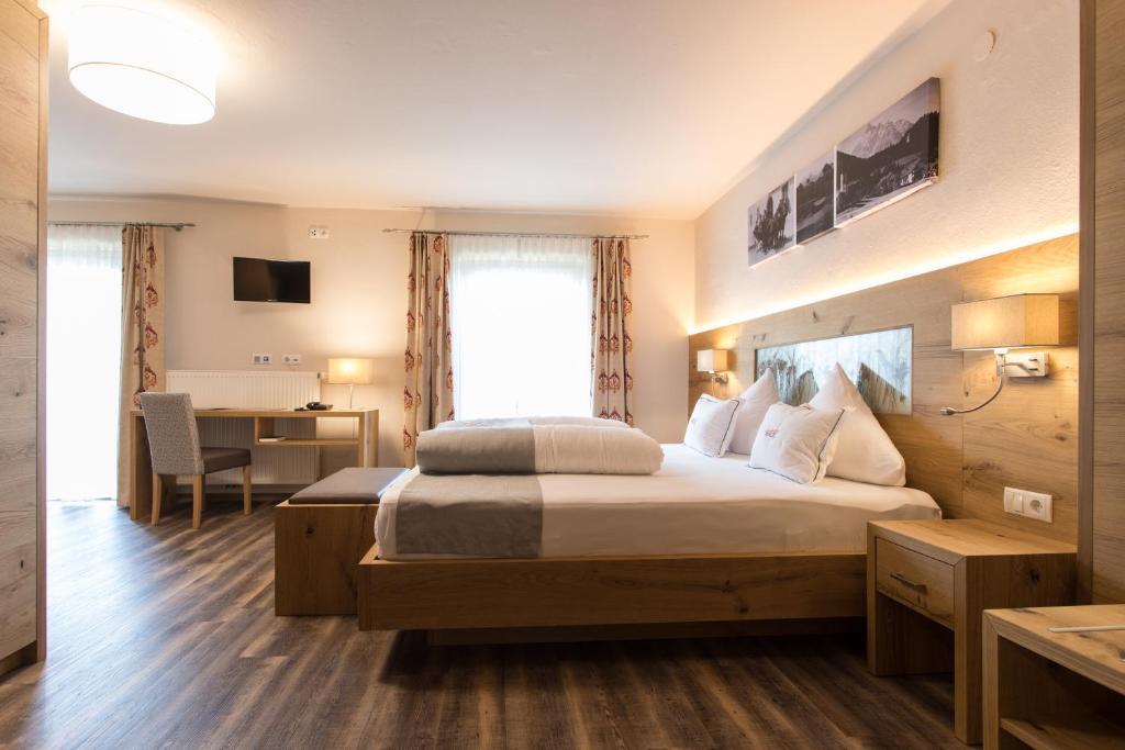 سرير أو أسرّة في غرفة في Gasthof Walzl