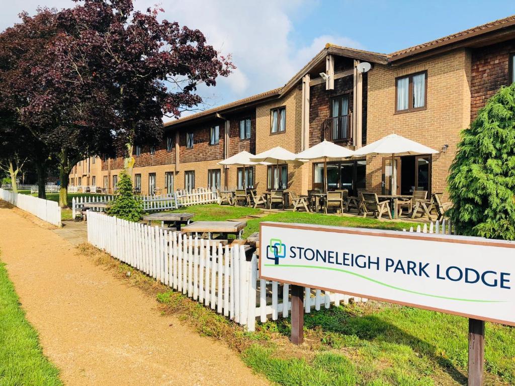Stoneleigh Park Lodge Leamington Spa Uk Bookingcom