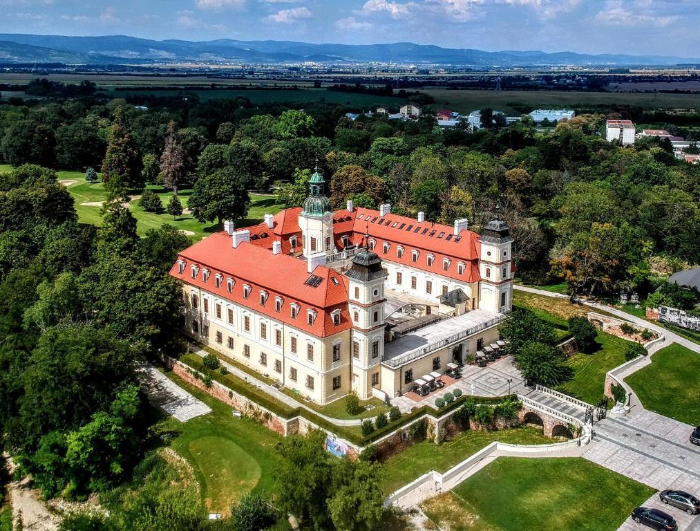 A bird's-eye view of Theresia Chateau - Bernolákovo