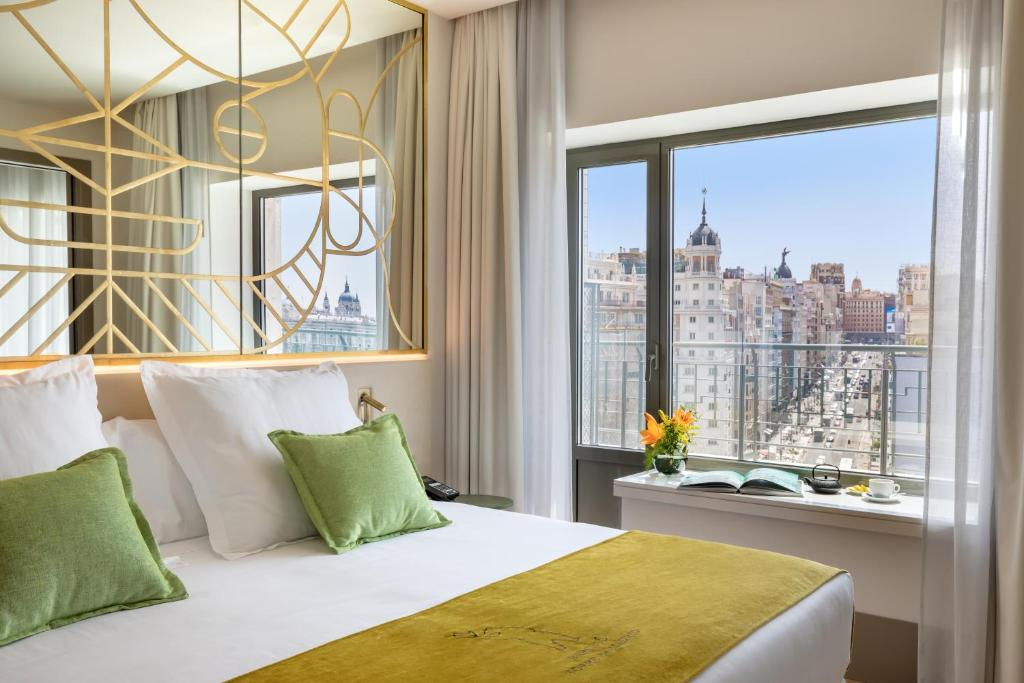 A bed or beds in a room at Barceló Torre de Madrid