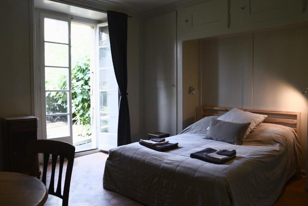 Ein Bett oder Betten in einem Zimmer der Unterkunft Les Sources