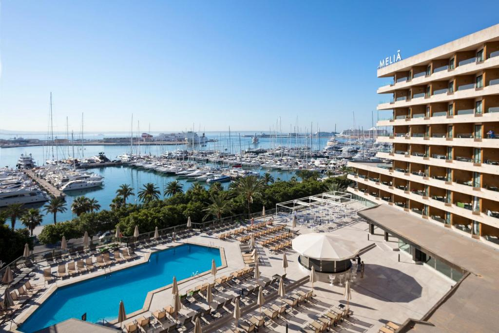A view of the pool at Meliá Palma Marina or nearby