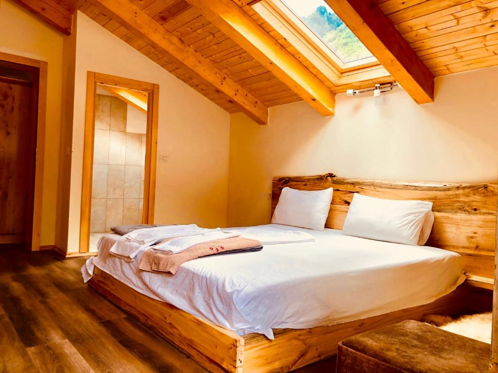 A bed or beds in a room at Bujtina Polia