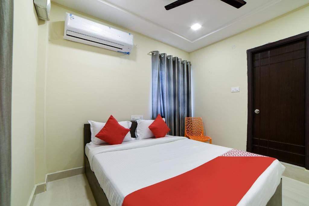 A bed or beds in a room at OYO 16606 Iconic Living