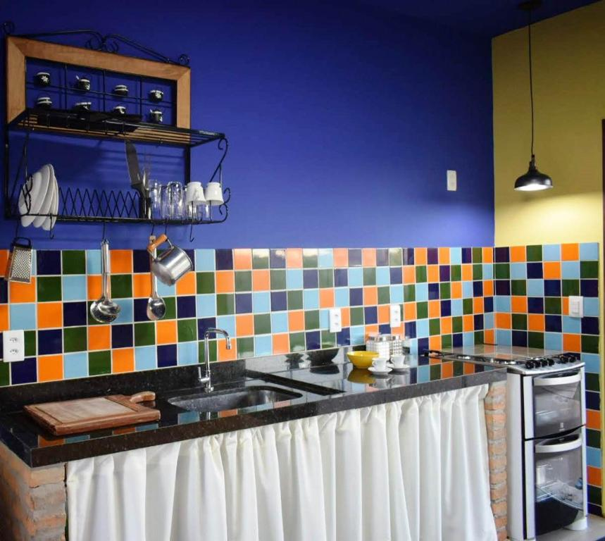 A kitchen or kitchenette at Casa cor bonita