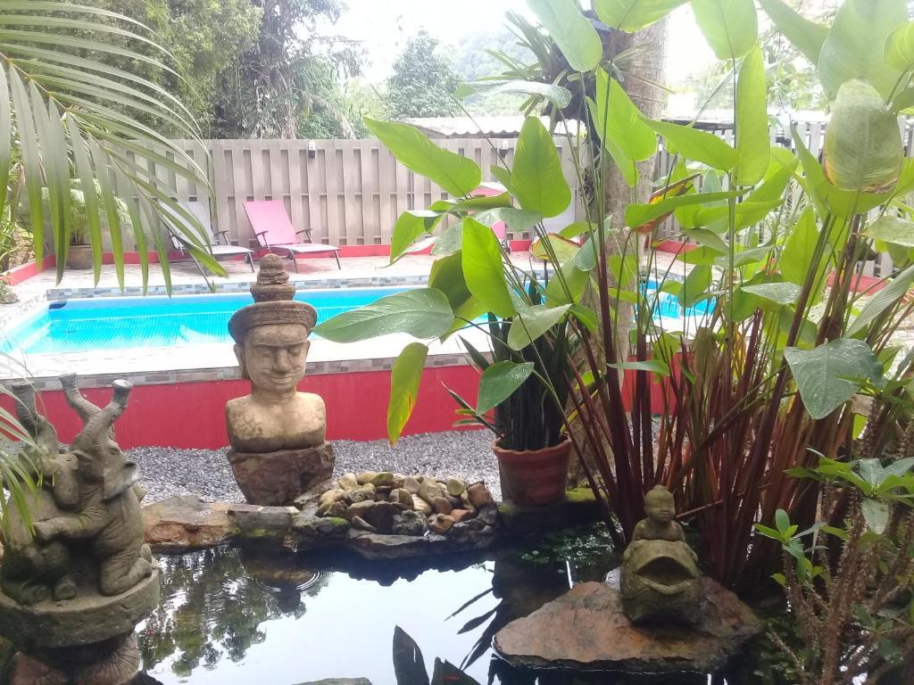 Swimmingpoolen hos eller tæt på Baan Ton Rak Boutique Resort