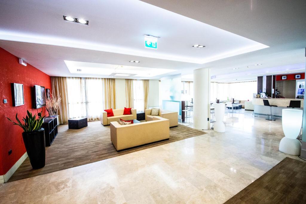 The lobby or reception area at Hotel Roma Tor Vergata