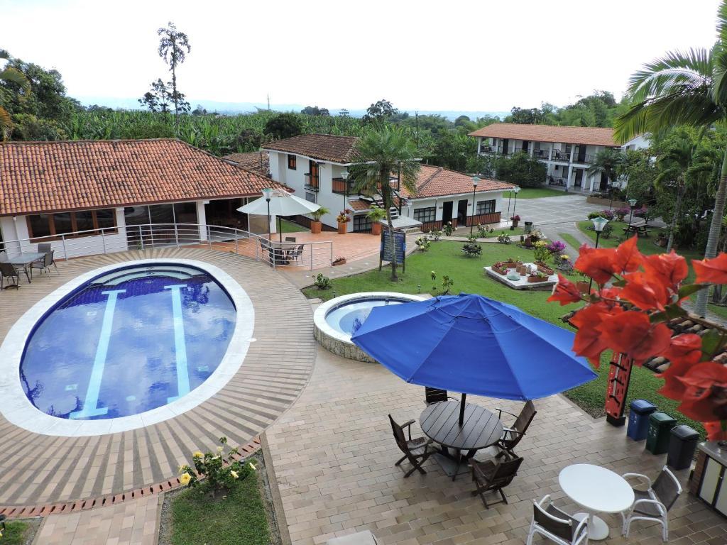 Вид на бассейн в Finca Hotel Valparaíso или окрестностях