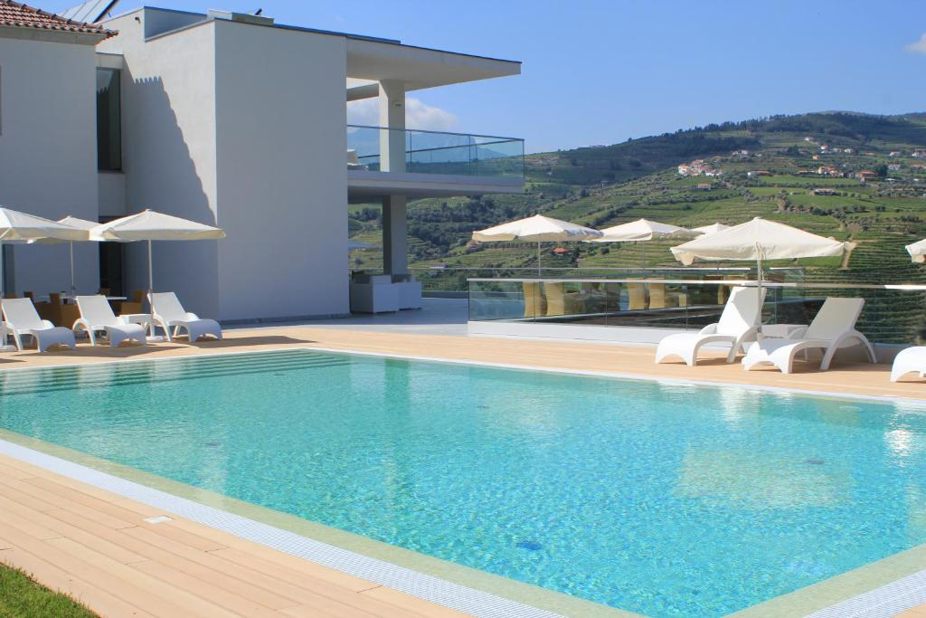 The swimming pool at or close to Delfim Douro Hotel