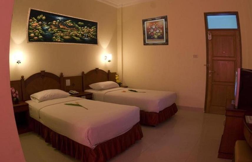 Tempat tidur dalam kamar di Hotel Nusantara Syariah