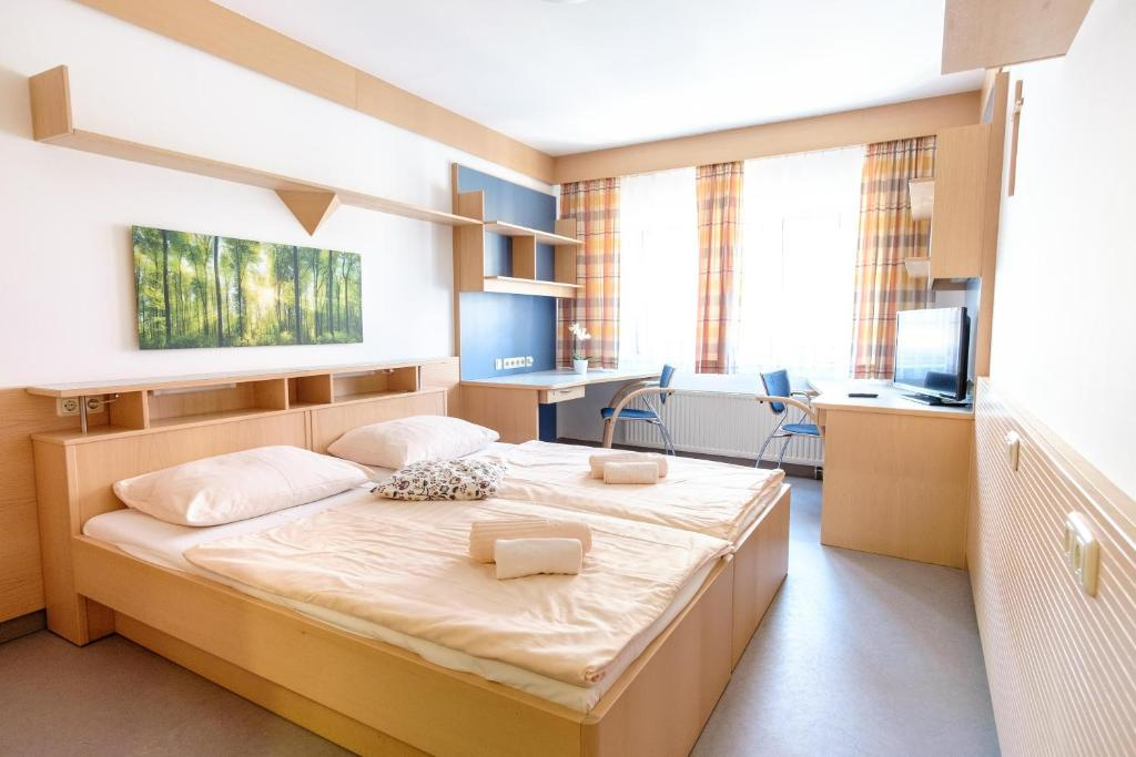 A bed or beds in a room at Sommerhotel Don Bosco