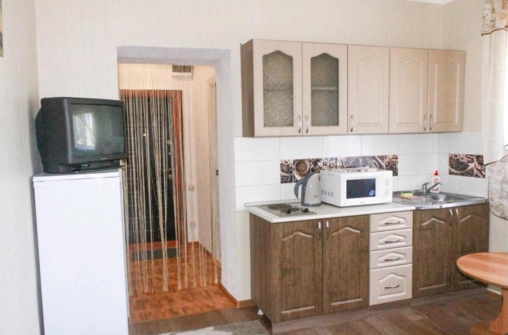 Dapur atau dapur kecil di Guesthouse on Zhdanovyh 7