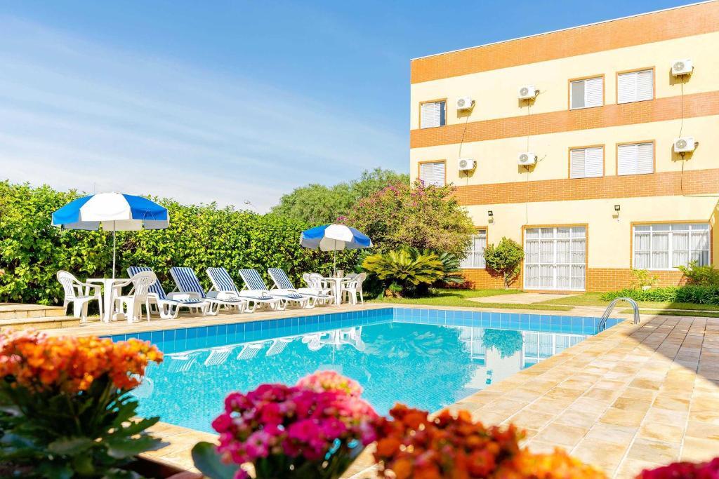 The swimming pool at or near Itapetinga Hotel