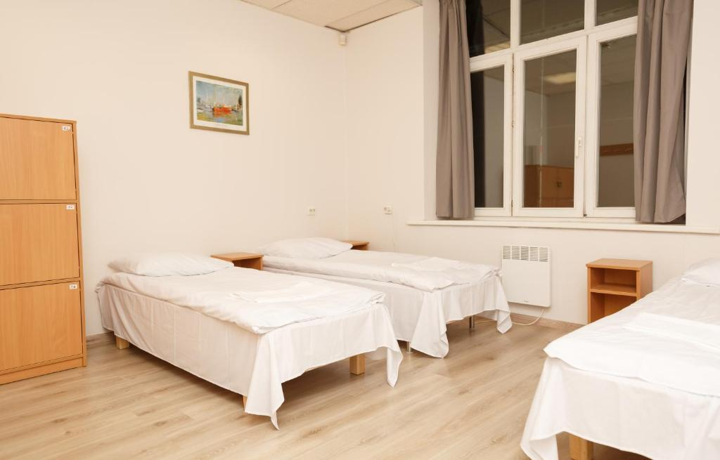 A bed or beds in a room at 5 Euro Hostel Vilnius