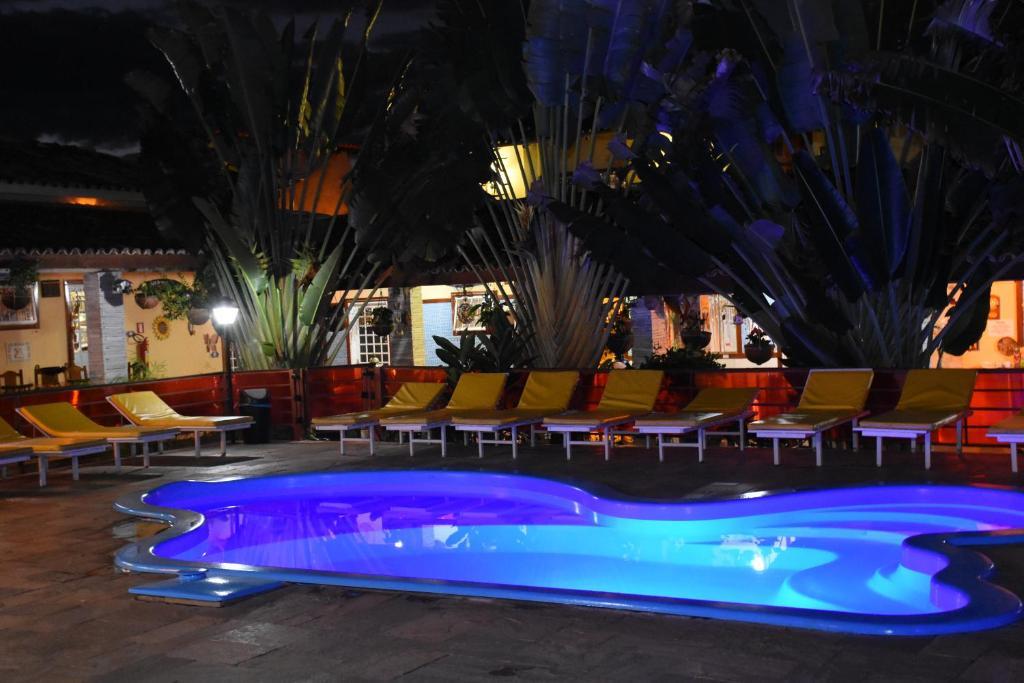 A piscina localizada em Pousada Gold ou nos arredores