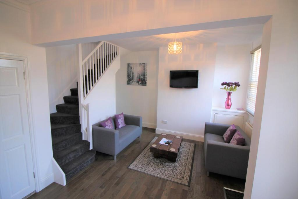 A seating area at Cromwell - Gorgeous City Centre Town House
