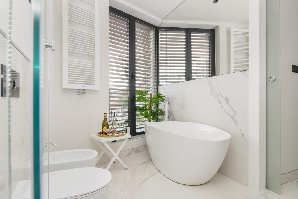A bathroom at Centro Design Apartments - Półwiejska