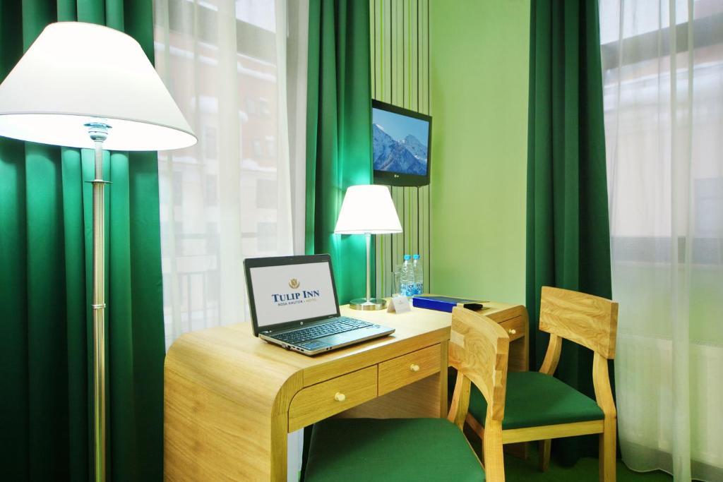 Телевизор и/или развлекательный центр в Tulip Inn Rosa Khutor Hotel