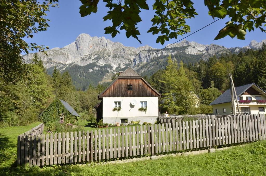 Ferienhaus Julia, Admont, Austria - zarell.com