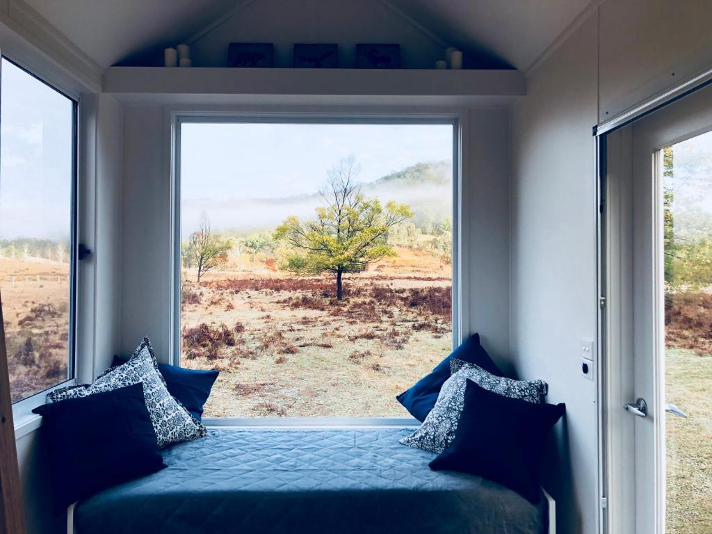 A bed or beds in a room at Elizabeth Tiny House