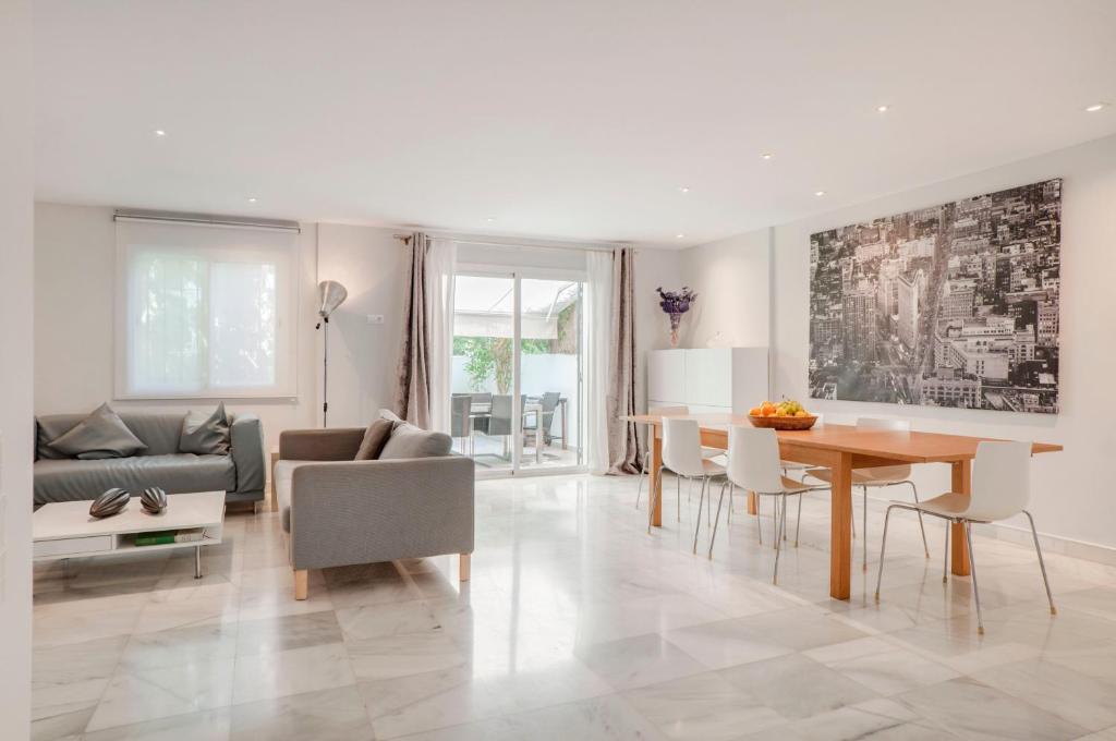 Casa Esquinada De Diseño A 3mn De Puerto Banus Marbella
