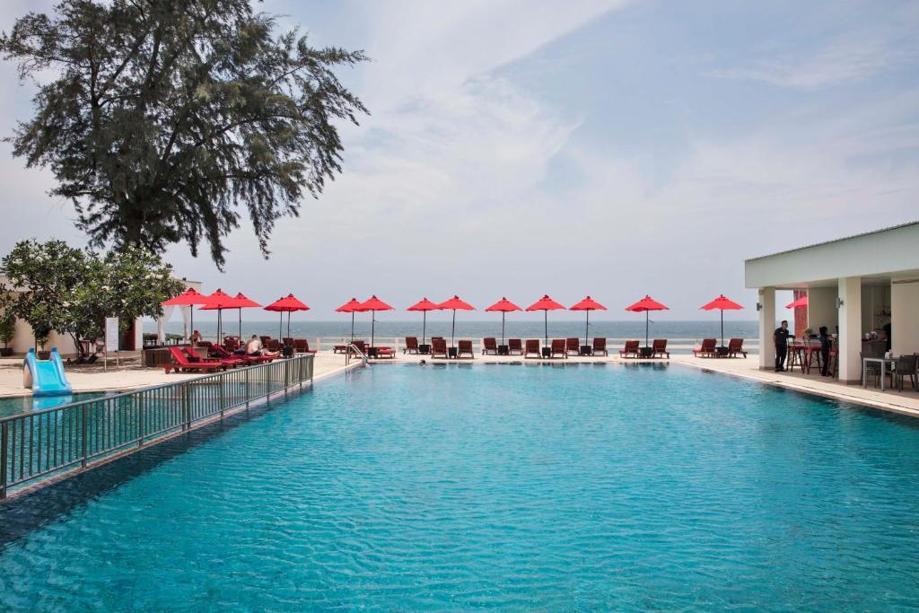 The swimming pool at or close to Chom View Hotel, Hua Hin