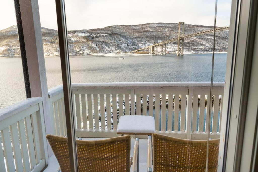 A balcony or terrace at Tjeldsundbrua Maritim