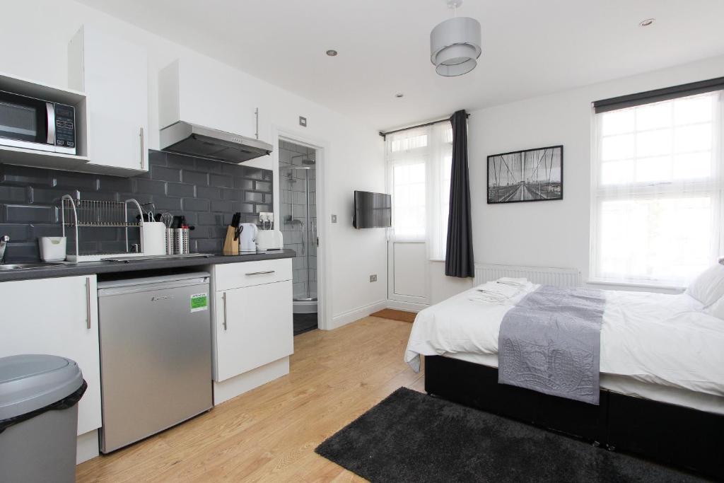 A kitchen or kitchenette at Wembley Studios