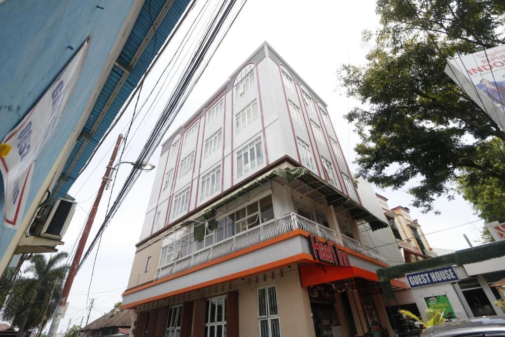 Hotel Reddoorz Ranotana Manado Indonesia Booking Com