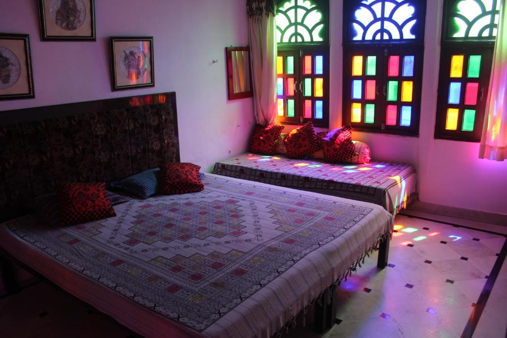 A bed or beds in a room at Nukkad Guest House