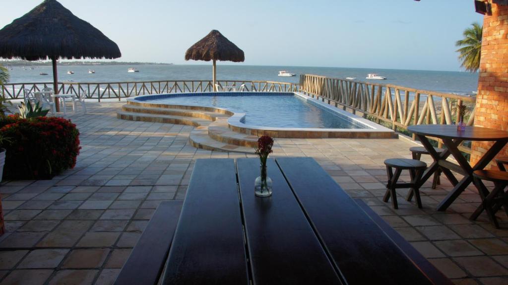 A piscina localizada em Pousada Ponta dos Anéis ou nos arredores
