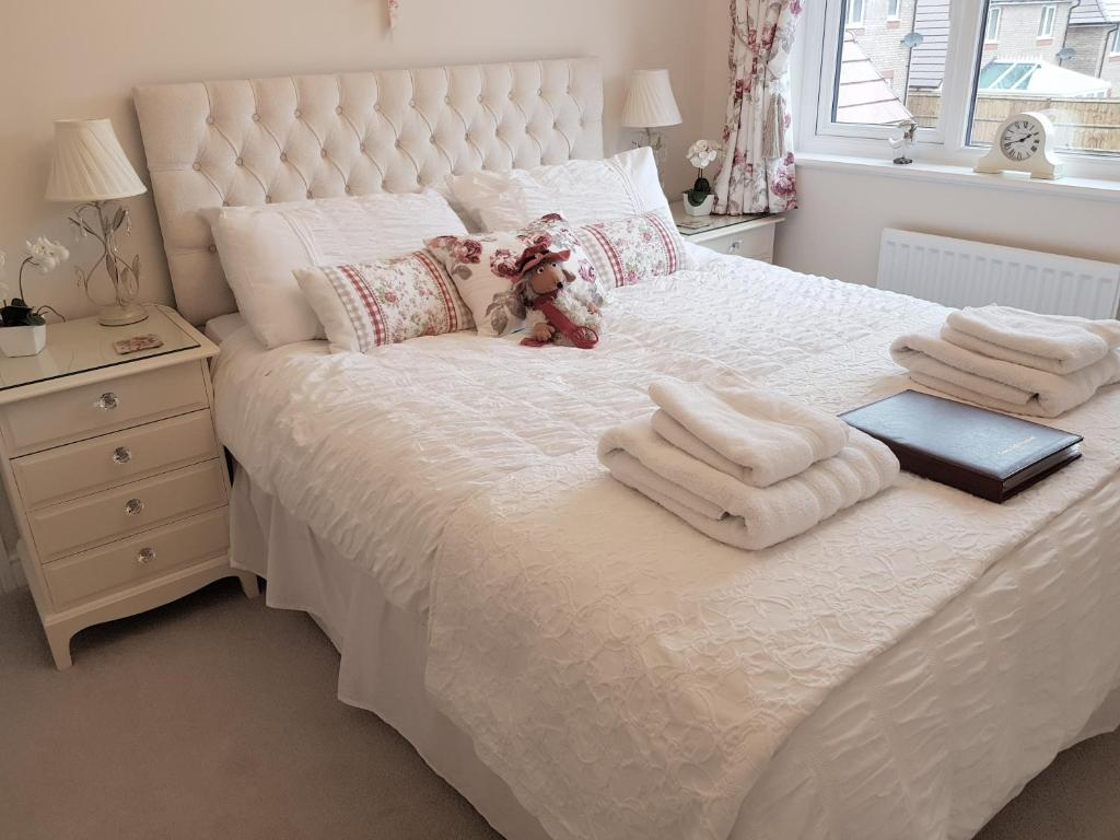 A bed or beds in a room at The Vintage Pair