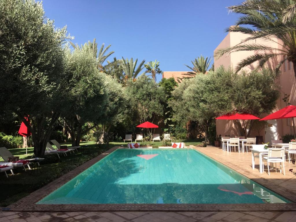 The swimming pool at or near Riad des Golfs