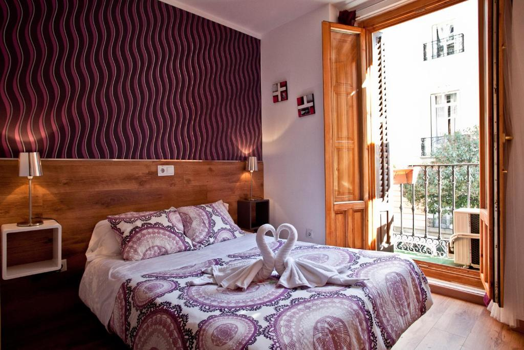 A bed or beds in a room at Hostal Abel Victoriano