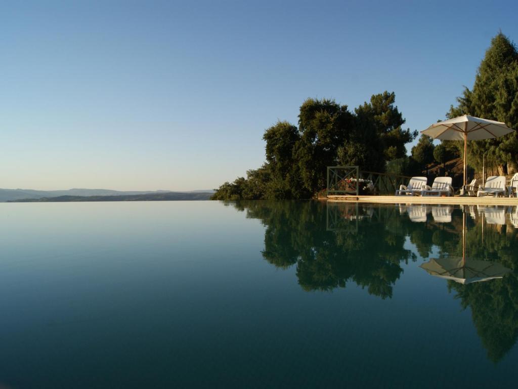 The swimming pool at or close to Quinta das Aveleiras