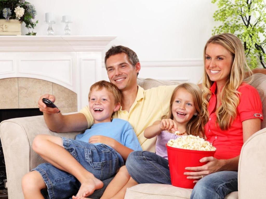 картинки семья отдыхает дома этом