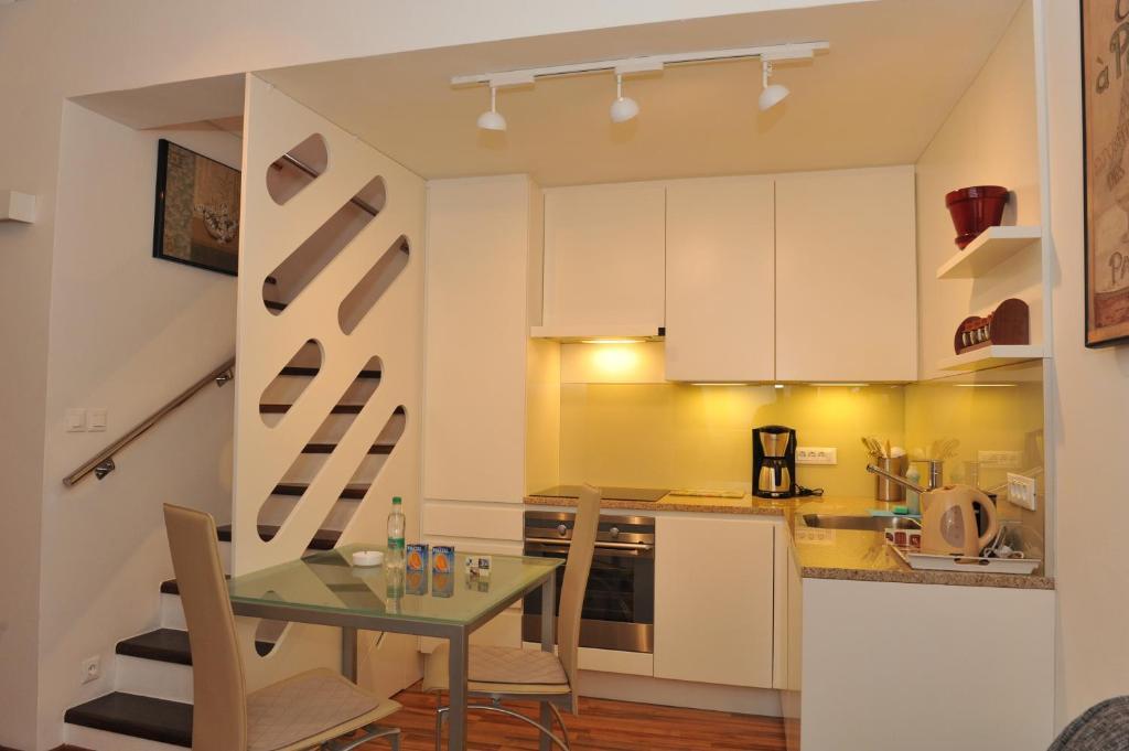 Kuhinja oz. manjša kuhinja v nastanitvi Studio Mija Tour As