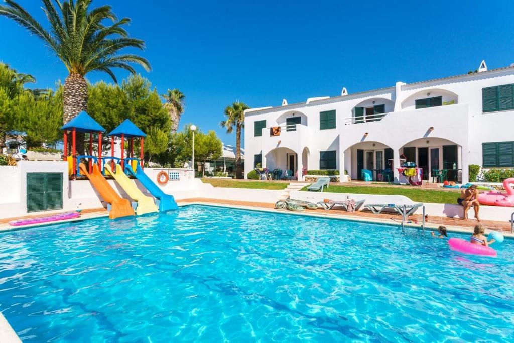 The swimming pool at or near Apartamentos Playa Parc