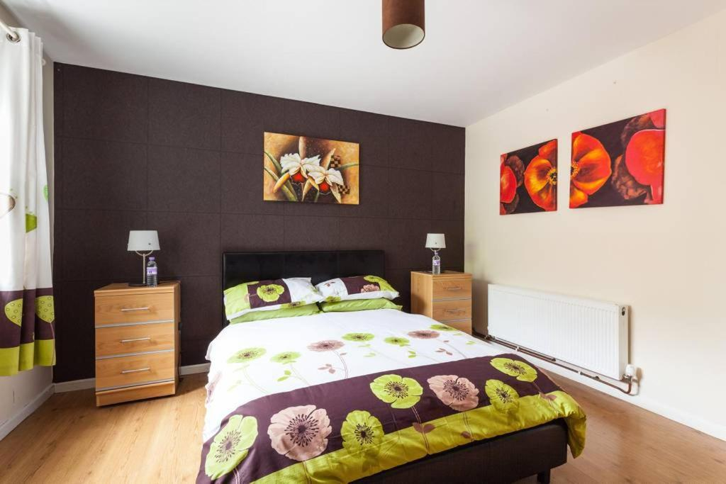 A bed or beds in a room at City Centre Stylish Cosy Apartment
