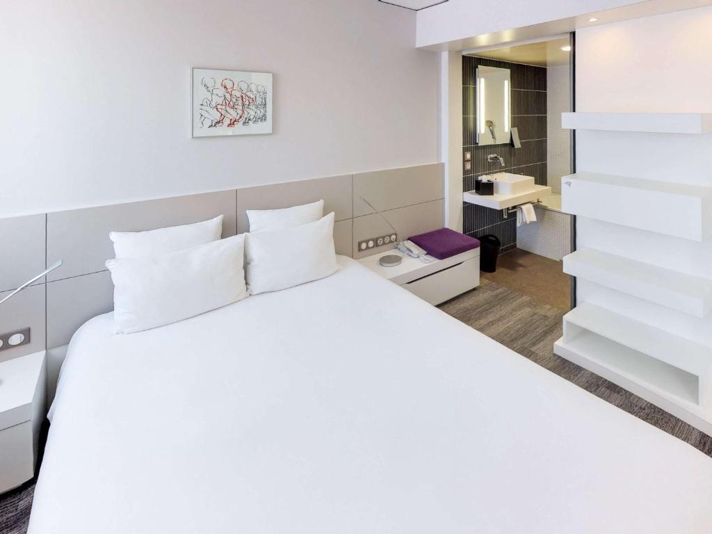 Ein Bett oder Betten in einem Zimmer der Unterkunft Novotel Suites Luxembourg
