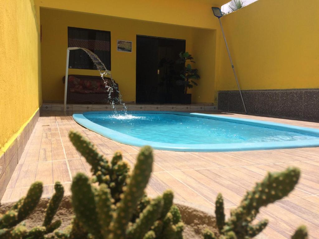 The swimming pool at or close to Casa com piscina no centro de Maragogi à 250 mar!
