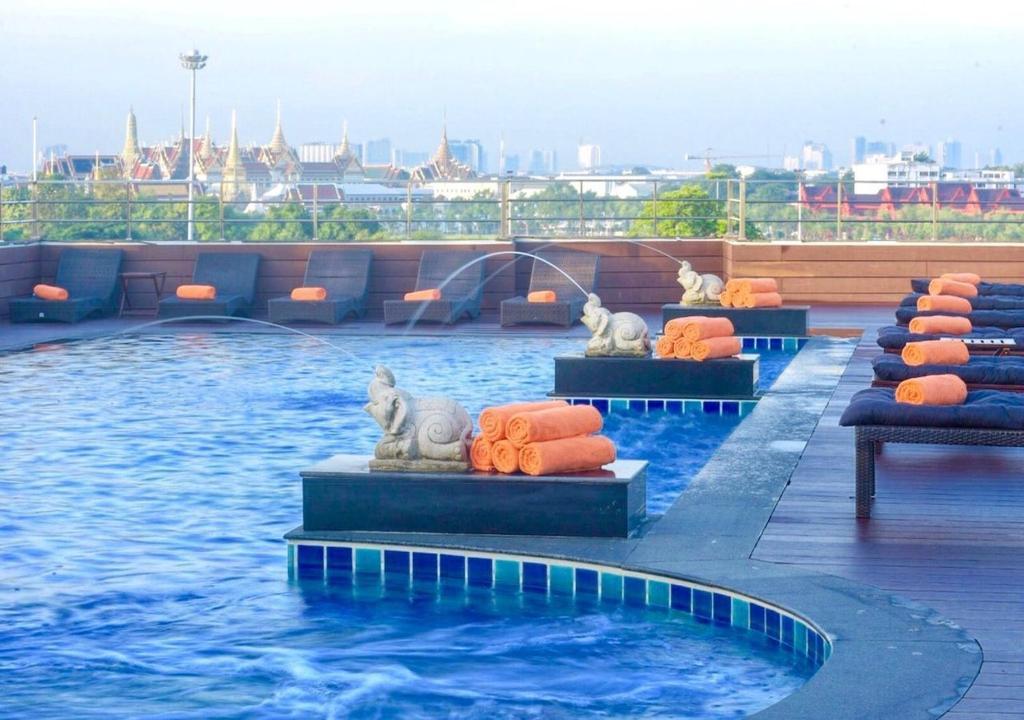 The swimming pool at or close to D&D Inn Khaosan