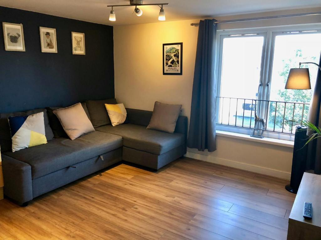 A seating area at 4 Person Apartment in the heart of Cardiff