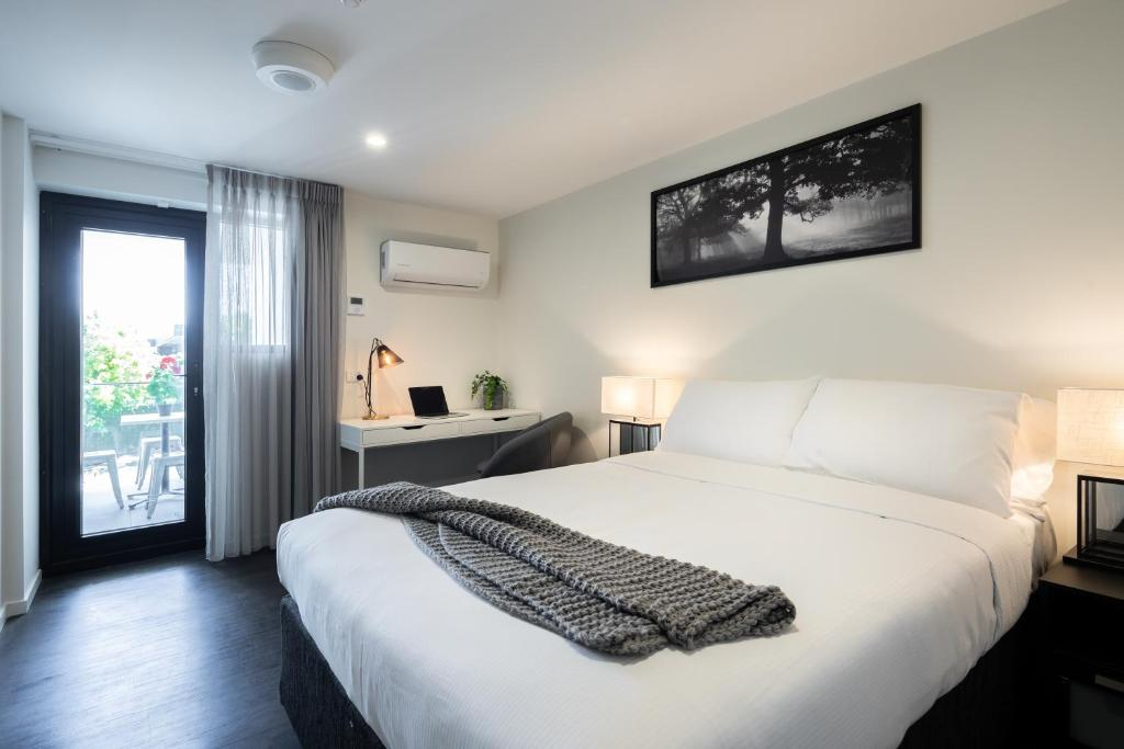 A bed or beds in a room at Ascot Budget Inn & Residences
