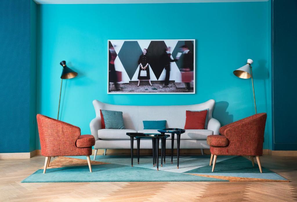 Uma área de estar em Artus Hotel