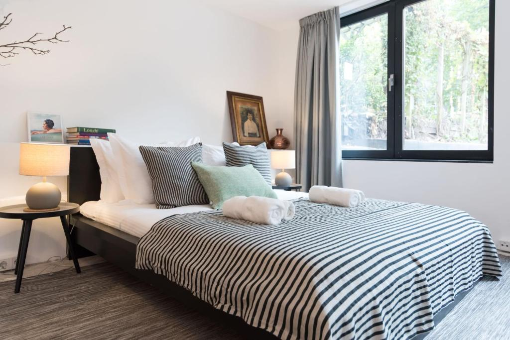 A bed or beds in a room at Trendy A1 Studio