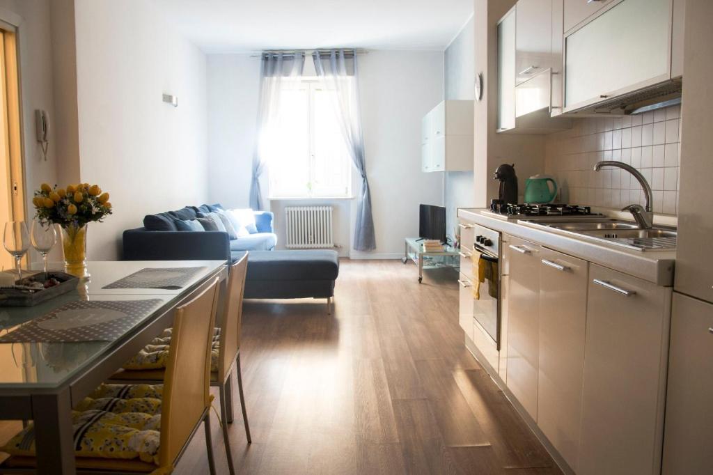 Cucina o angolo cottura di Leoncino Apartment 2
